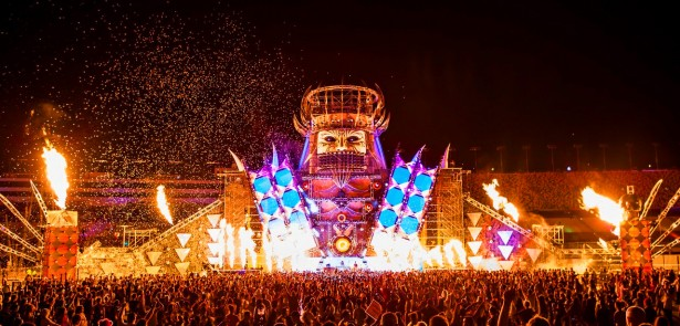 EDM stage design - qdance-at-edc-2012