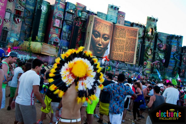 tomorrowworld-indian-headdress