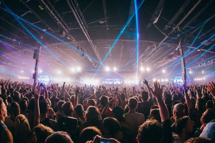 reaction-nye-crowd-2016