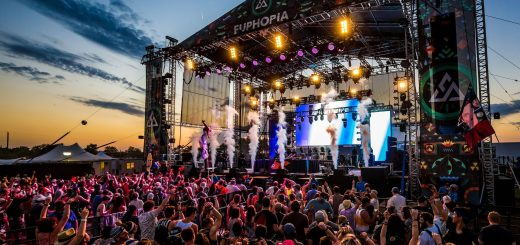 euphoria-music-festival-stage-atmosphere