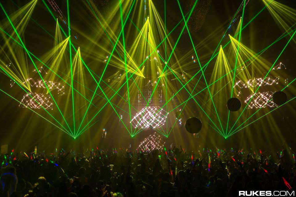 omfg-nye-2015-atmosphere