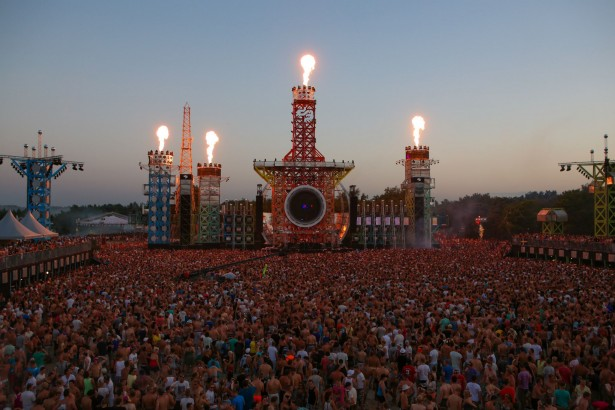 EDM stage design - decibel outdoor festival 1 heidiefocus