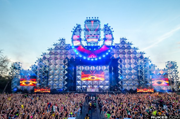 EDM stage design - ultra main stage 2013