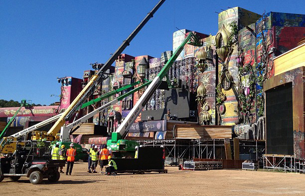 tomorrowworld-main-stage-setup