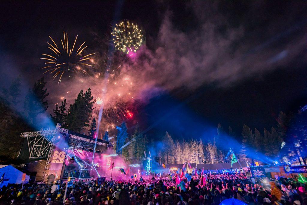 snowglobe-2015-fireworks